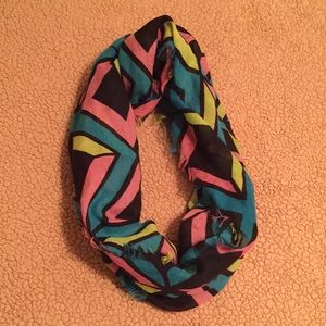 Accessories - FINAL MARKDOWN 🛒 Multi-colored Infinity Scarf